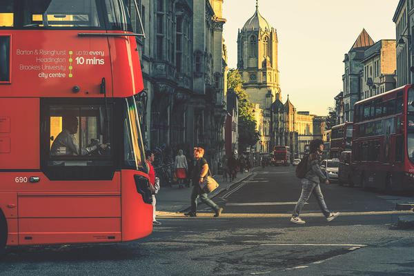 Image of red Oxford bus crossing the high street.