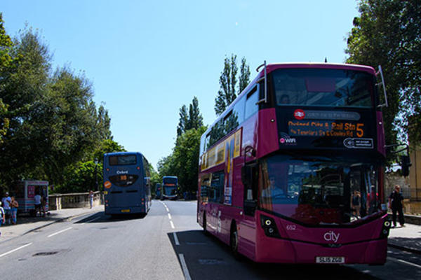 the number 5 bus from cowley to oxford crossing the magdalen bridge